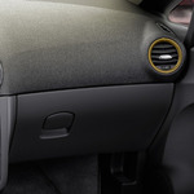 Течет вода из-под бардачка Opel Corsa D во время дождя фото