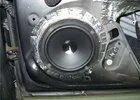 Как снимаются широкополосные и высокочастотные динамики в дверях Opel Corsa D