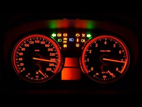 При какой температуре на панели BMW 5 E60 загорается сигнализатор «снежинка» внутри желтого треугольника