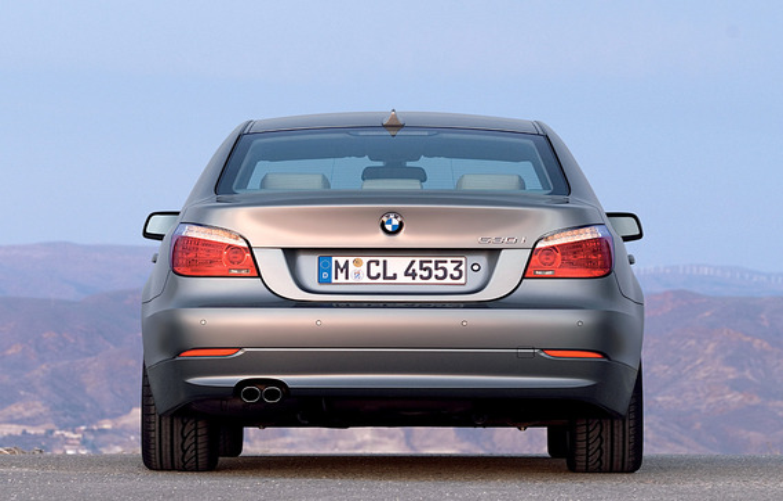 Какова реальная польза адаптивных стоп-сигналов BMW 5 E60