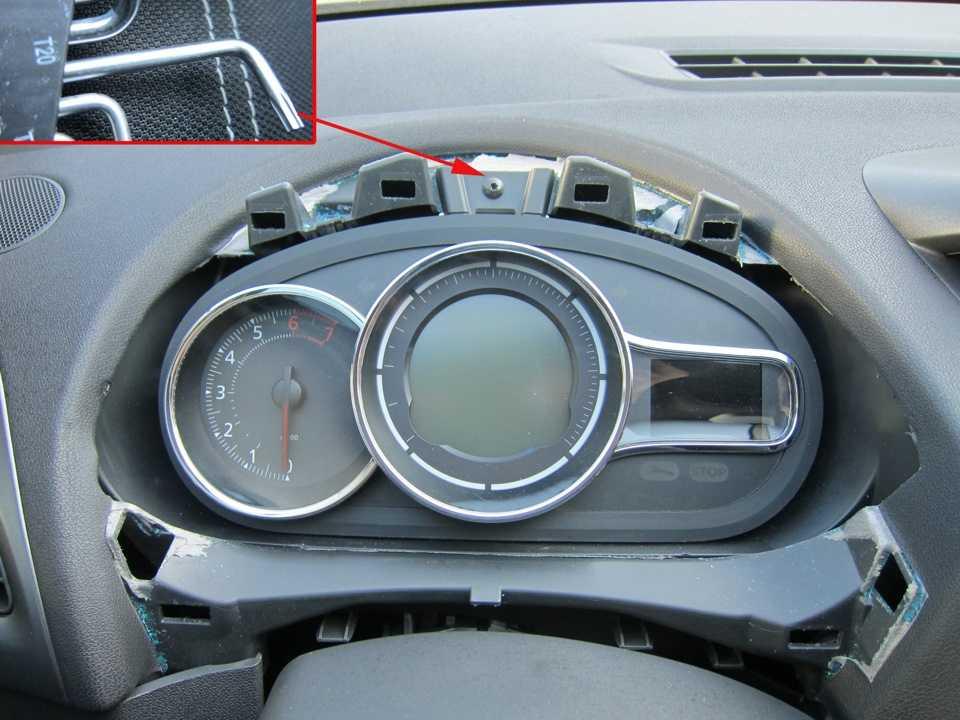 «Сверчки» передней панели Renault Duster