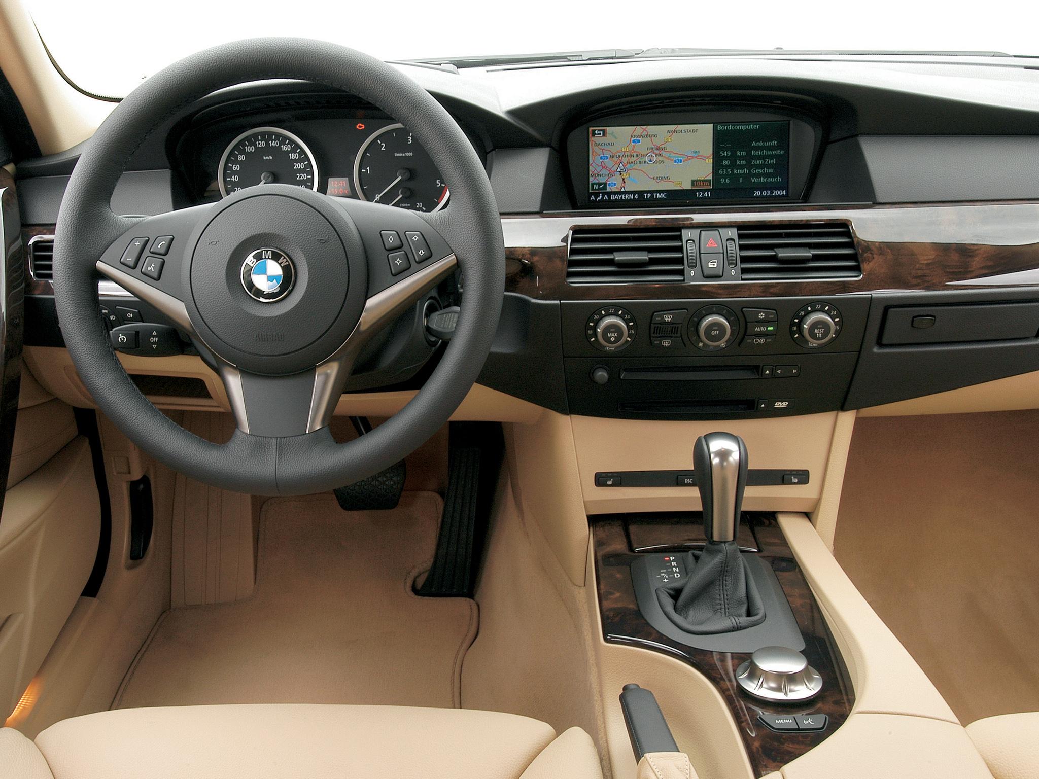 На BMW 5 E60 отключилось мультимедийное управление на руле и подогрев рулевого колеса