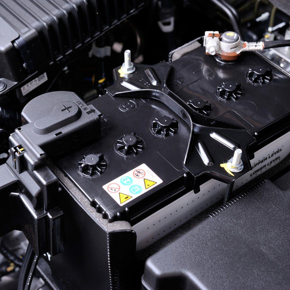 Можно ли самому менять аккумулятор в BMW 5 E60 и не возникнет ли из-за этого проблем с адаптацией батареи фото