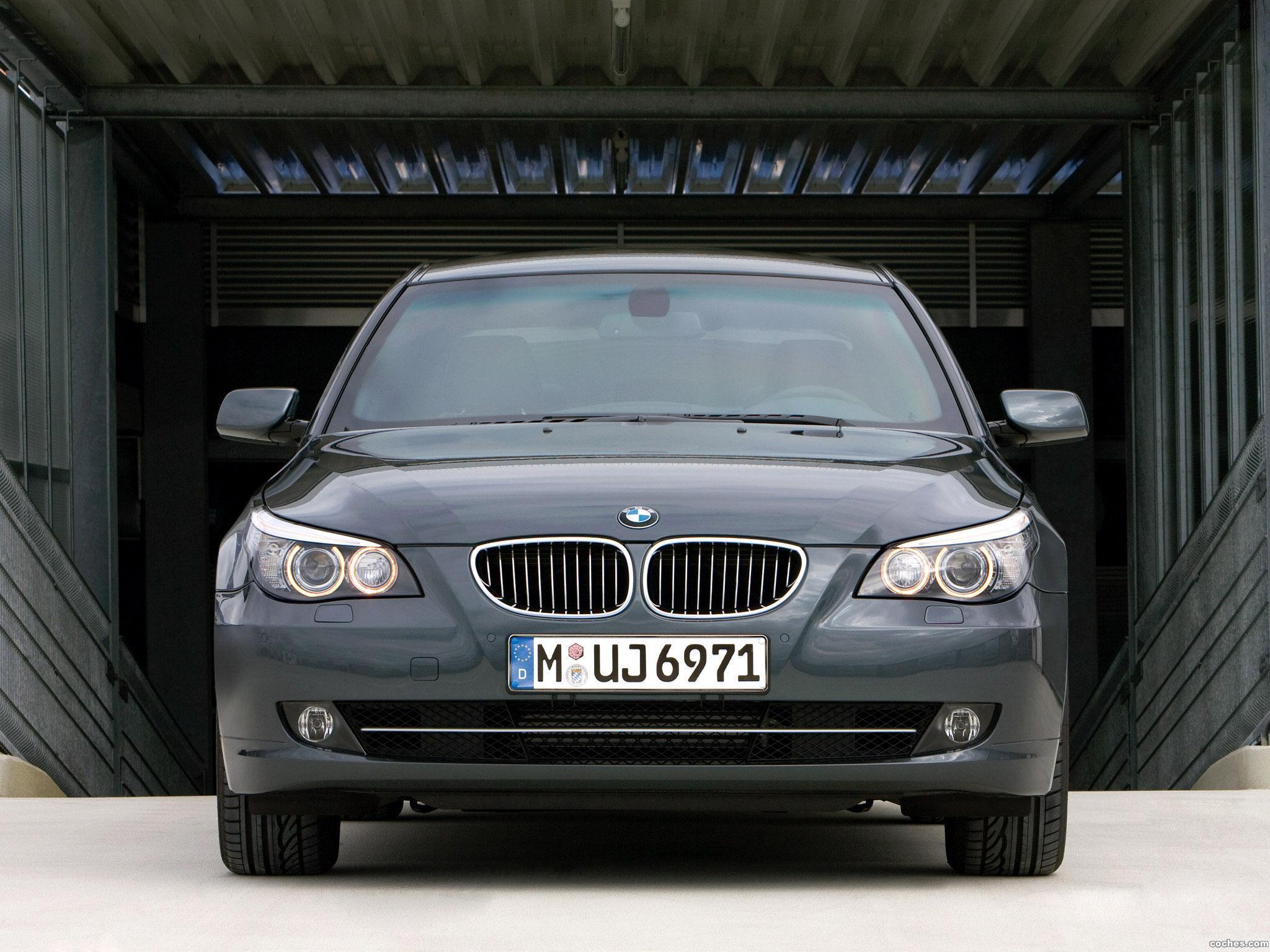 Комплектуются ли фары BMW 5 E60 омывателями