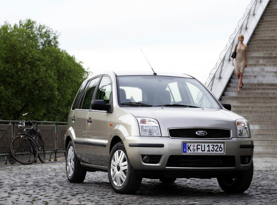 Где расположен номер двигателя Ford Fusion?