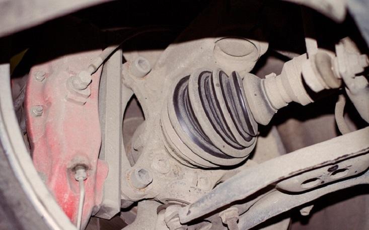 При проезде неровностей на скорости свыше 30 км/час слышен хруст в районе переднего правого колеса BMW 5 E60