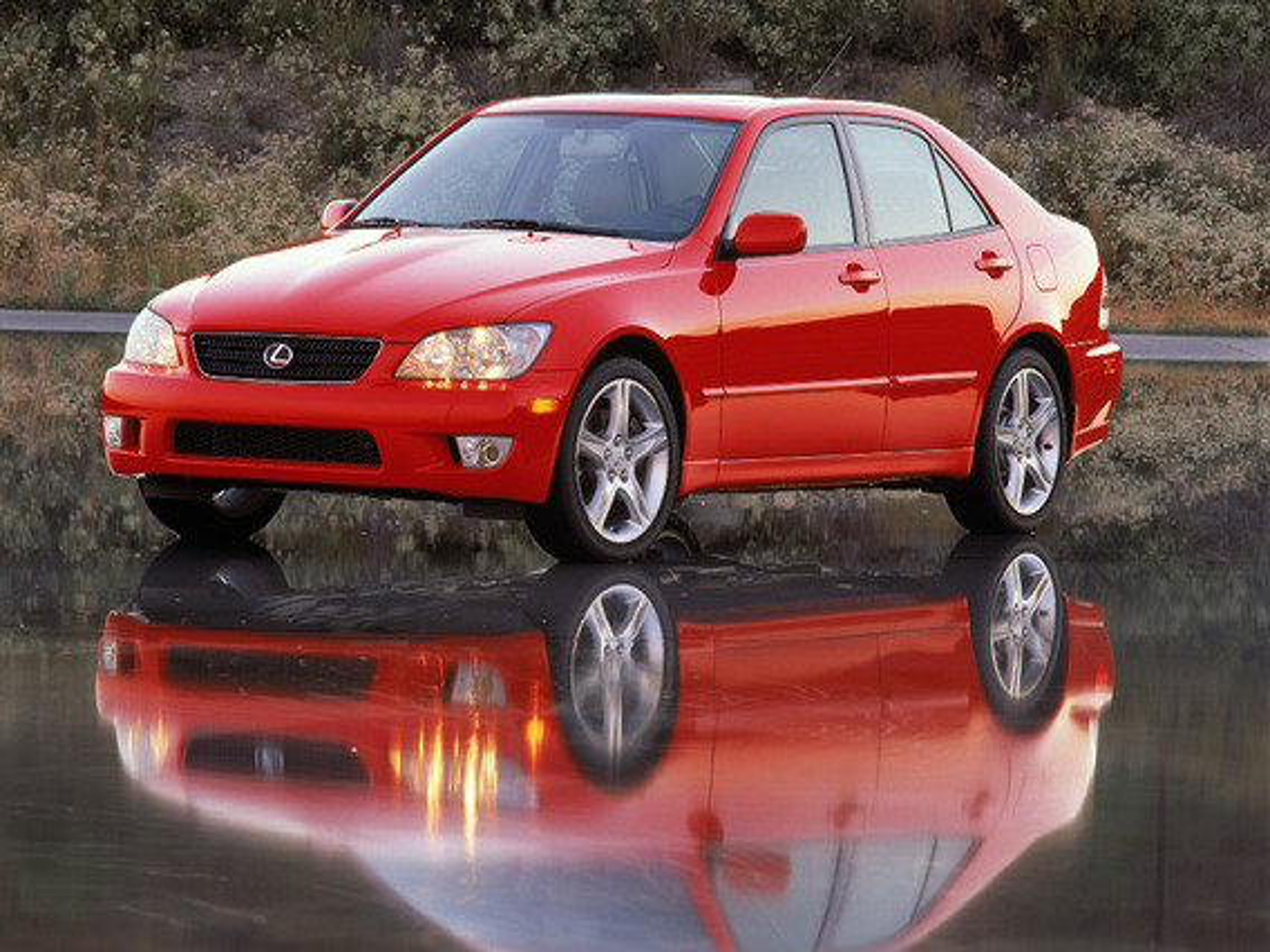 Lexus IS I — описание модели