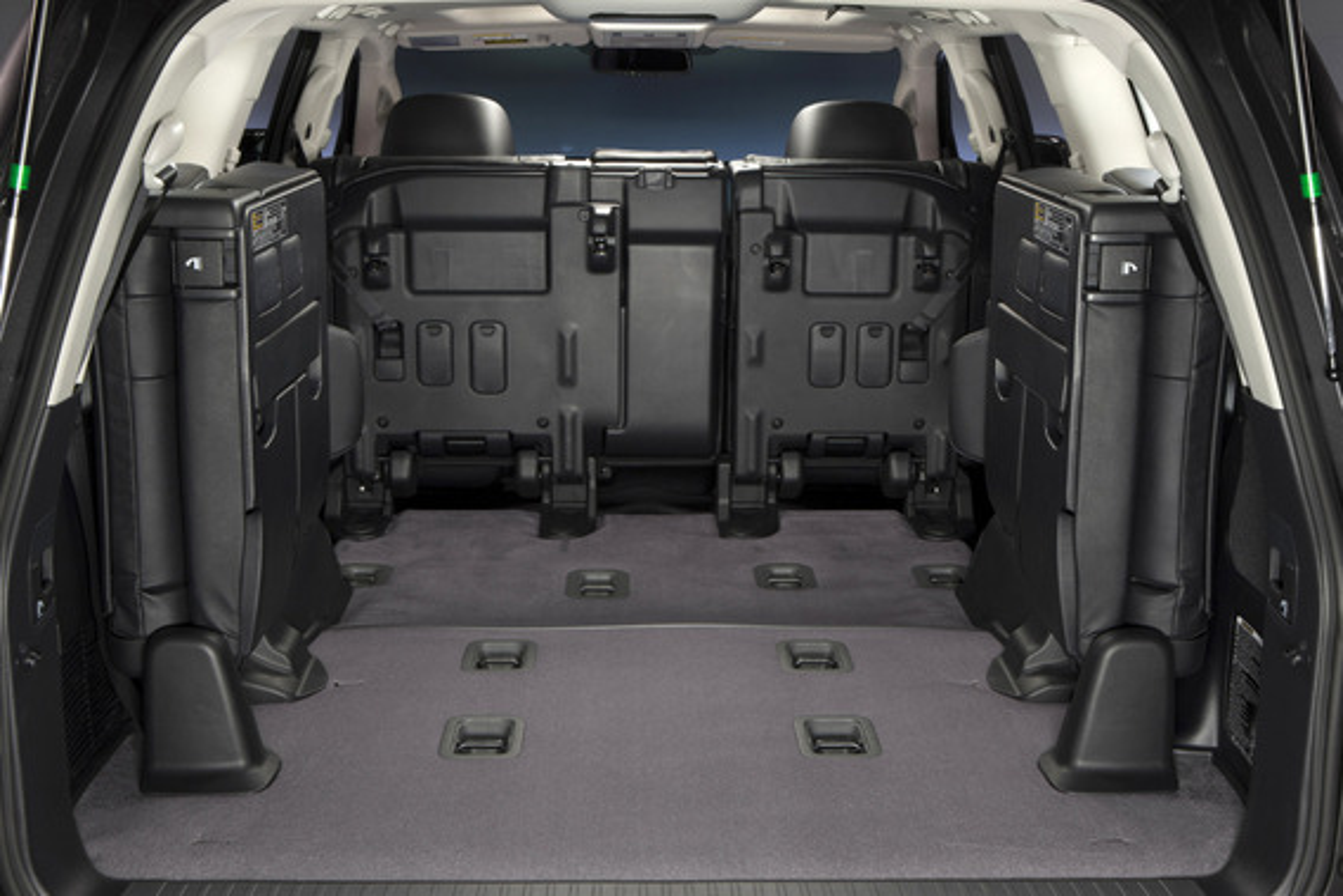 Как сложить третий ряд сидений на Toyota Land Cruiser 200?