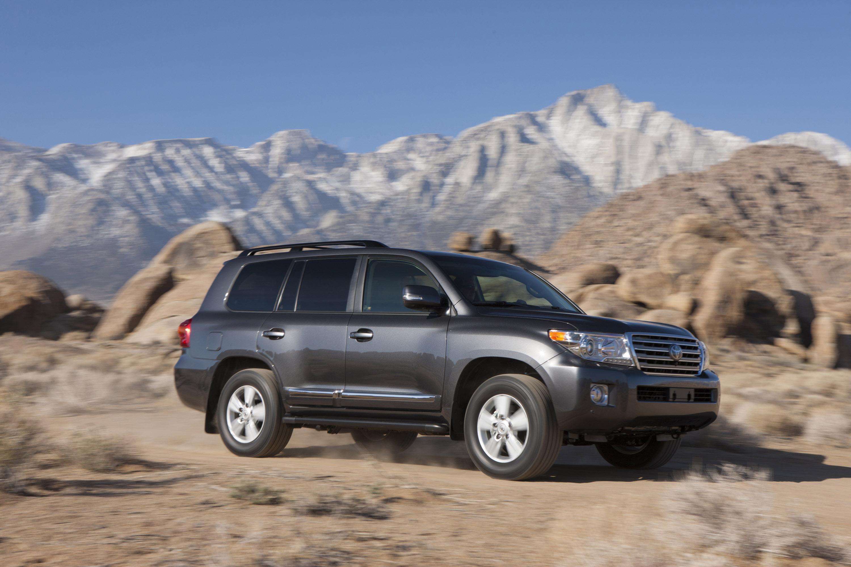 Отличия рестайлинговой версии Toyota Land Cruiser 200