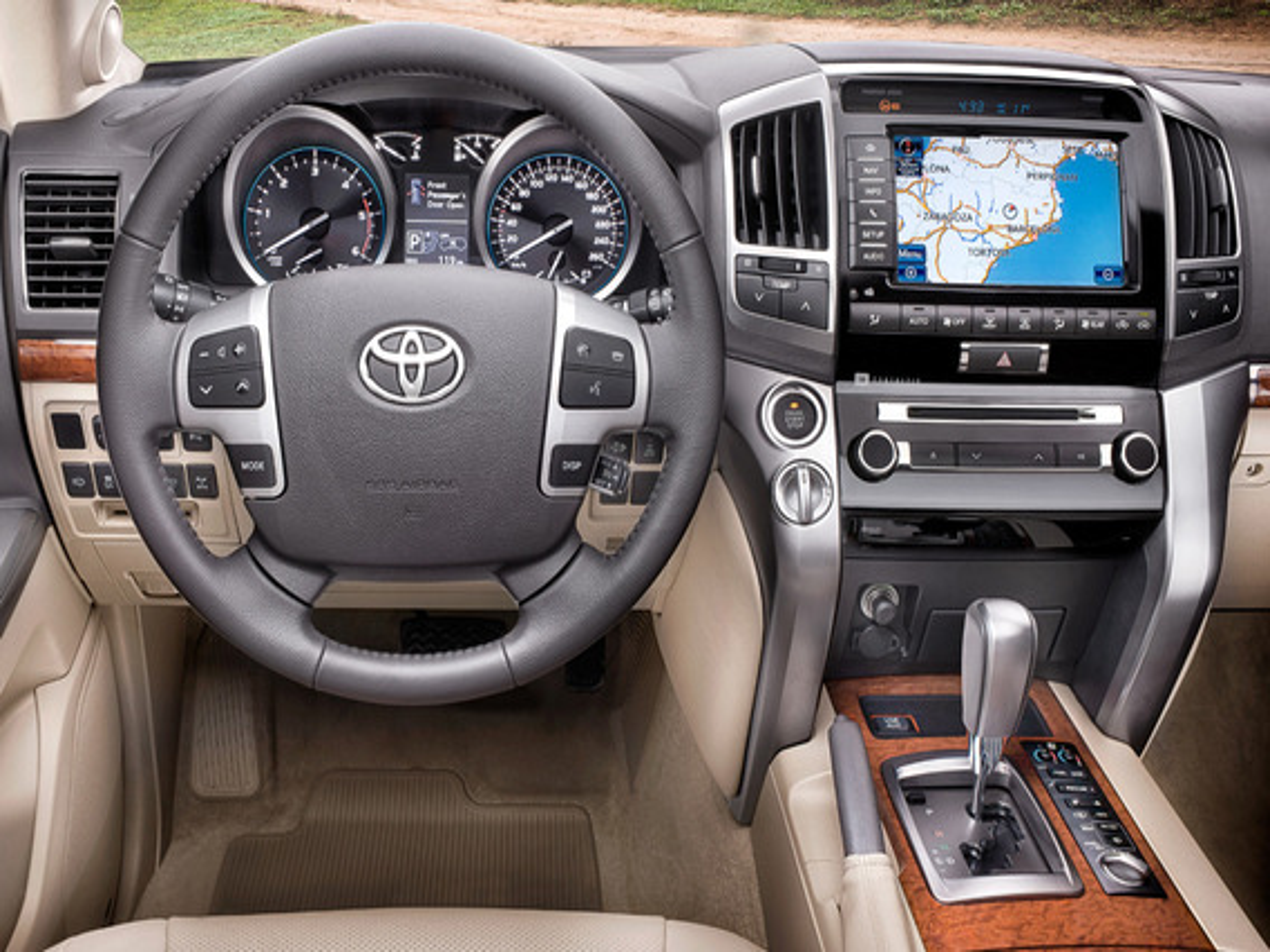 Какой расход топлива у Toyota Land Cruiser 200?