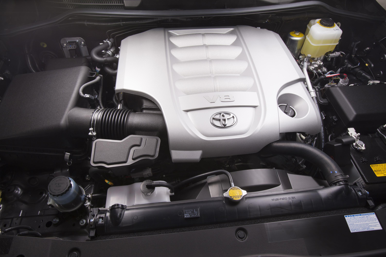 Установка системы предпускового нагрева двигателя на Toyota Land Cruiser 200