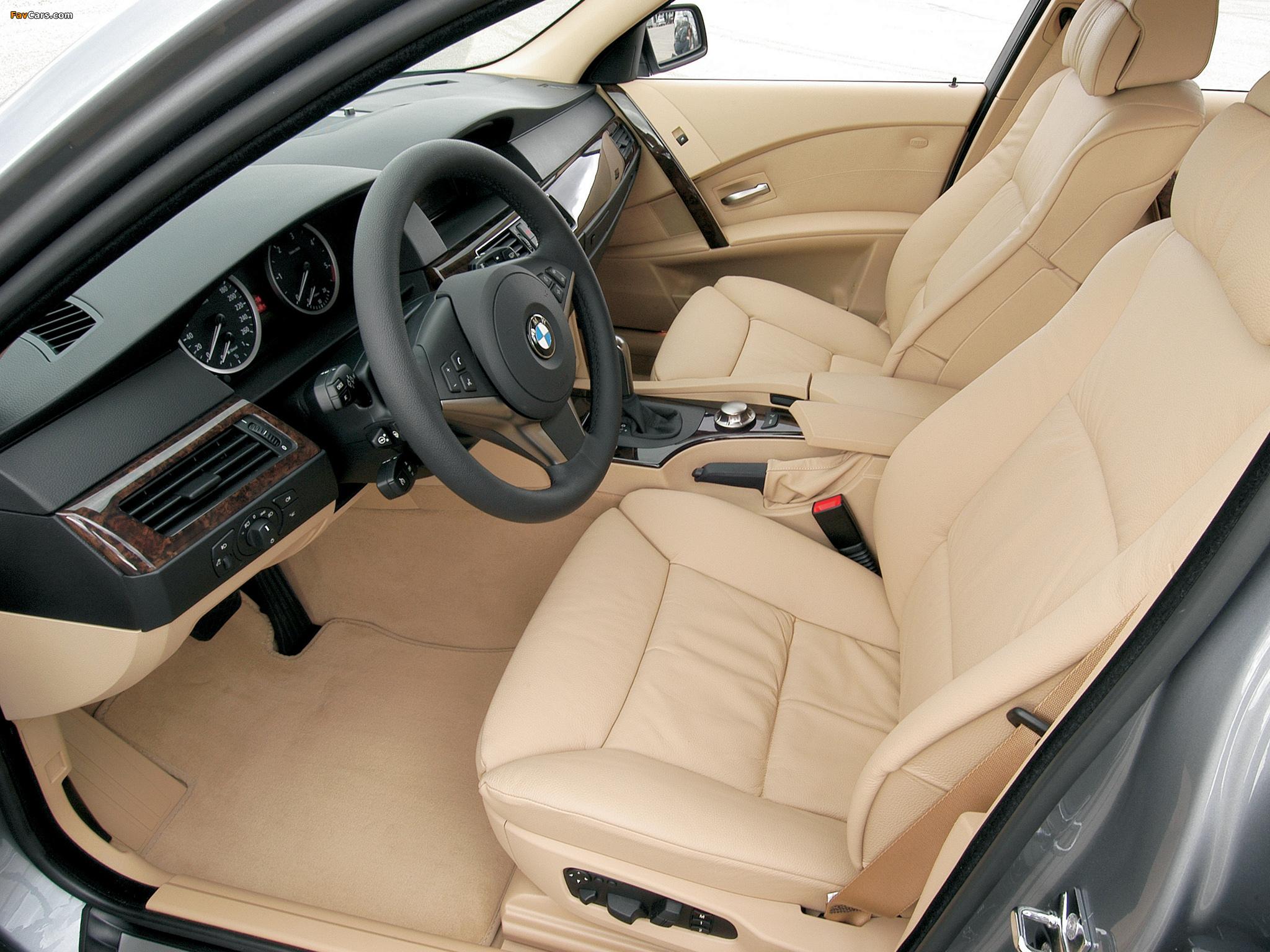 Какие цветовые варианты обшивки салона могут быть в BMW 5 E60