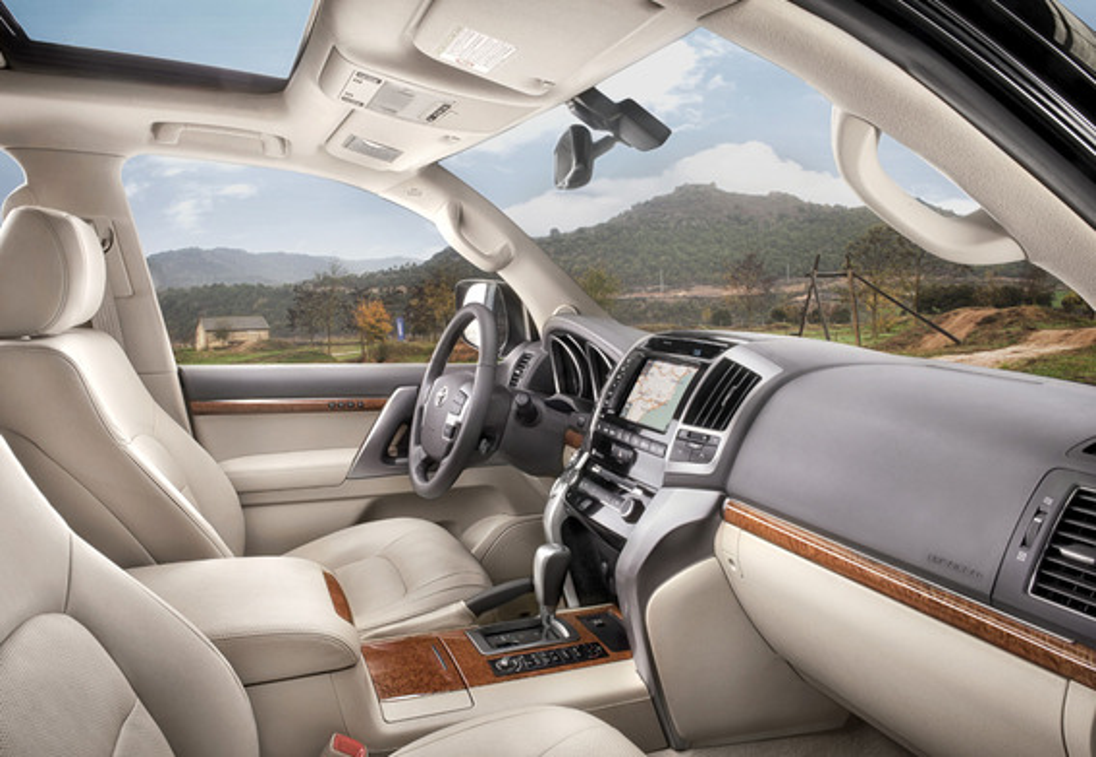 Сколько подушек безопасности на Toyota Land Cruiser 200?