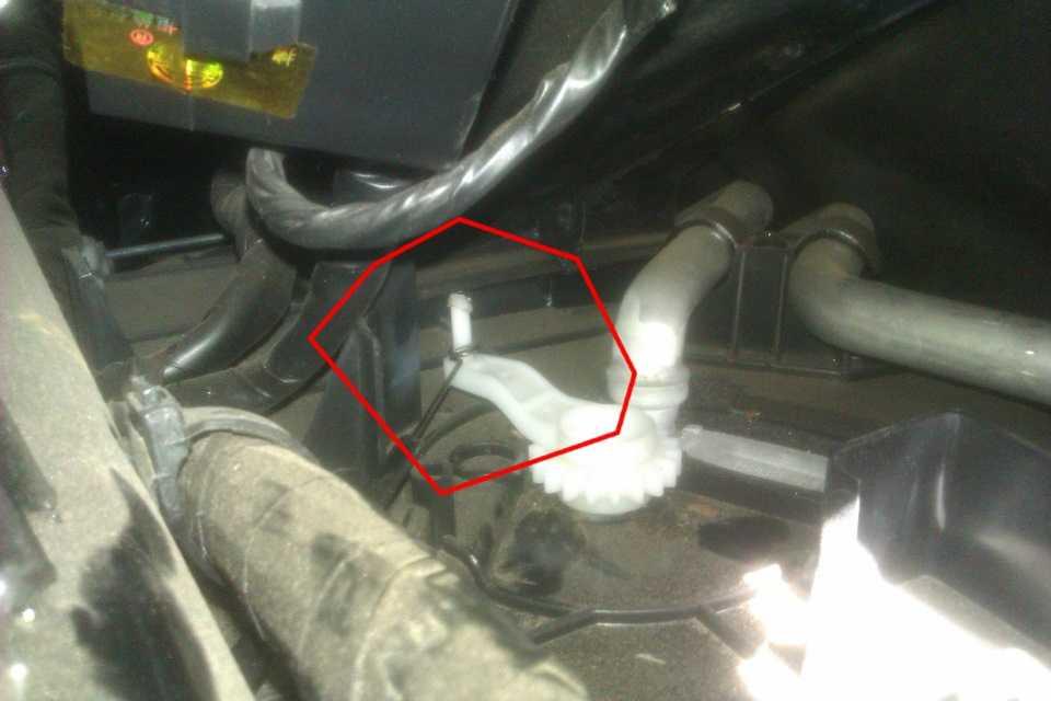 Свист при работе печки и кондиционера на Mitsubishi Lancer 9
