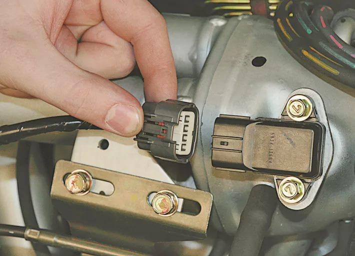 Замена тормозной жидкости на Mitsubishi Lancer 9