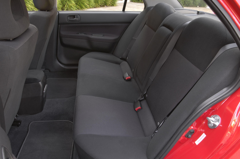 Демонтаж обшивки задней двери на Mitsubishi Lancer 9