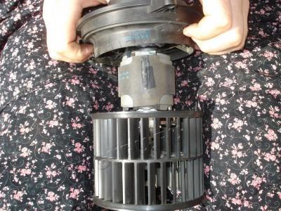 Как очистить от пыли электромотор вентилятора печки Hyundai Sonata NF