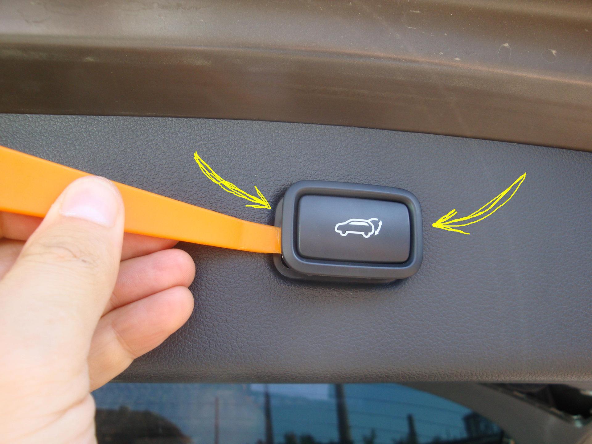 При открытии пассажирской двери Hyundai Tucson ключом открываются все двери