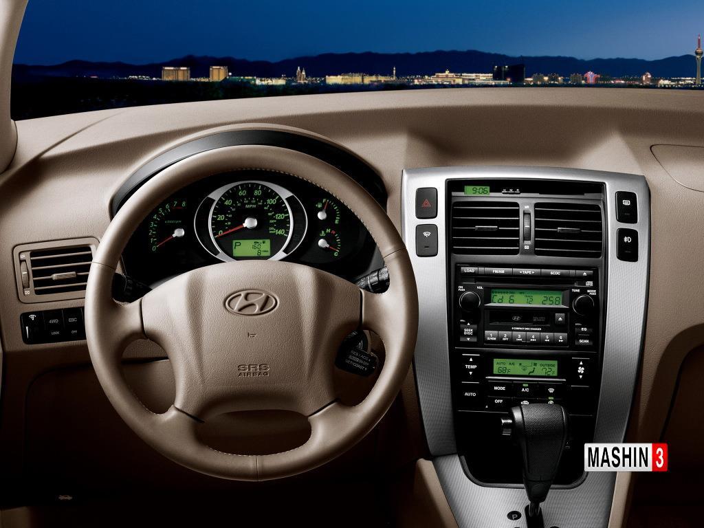 Для чего нужна прорезь на центральной консоли Hyundai Tucson справа от часов