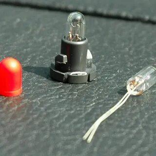 Замена лампы подсветки кнопки аварийной сигнализации на Mitsubishi Lancer 9 фото
