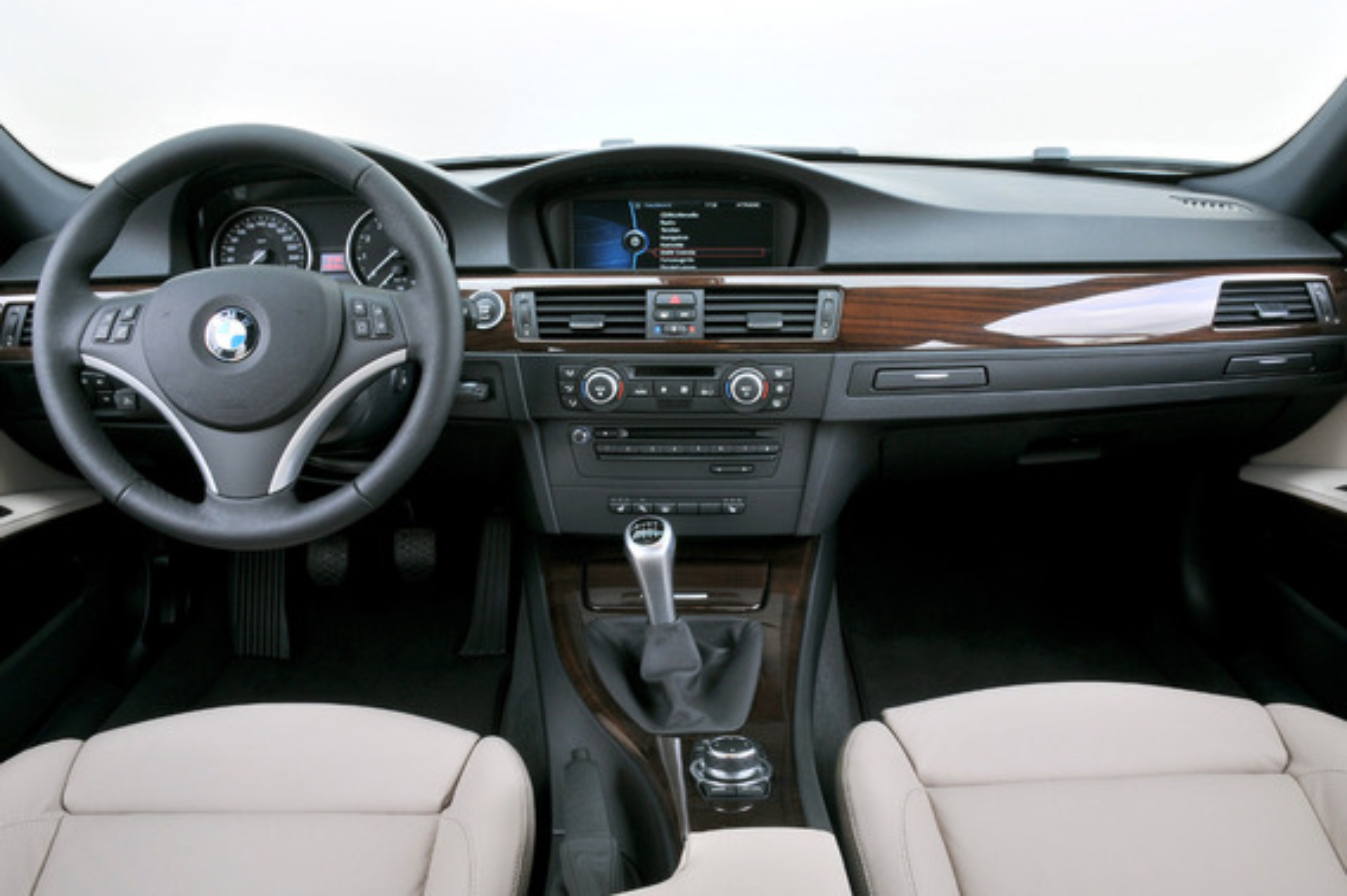 Рвется водительское кожаное сиденье BMW 3 E90