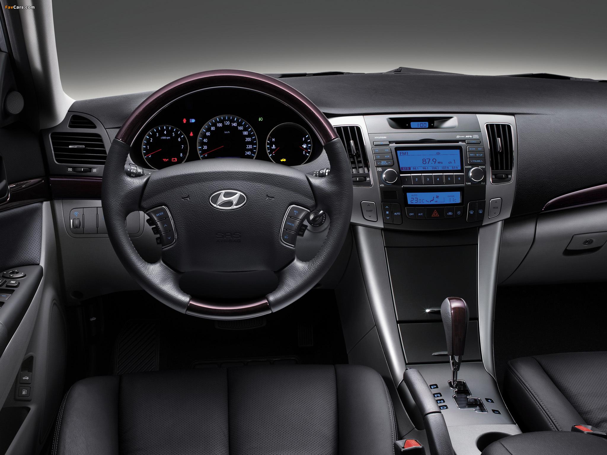 Появился «сверчок» в правом углу лобового стекла Hyundai Sonata NF