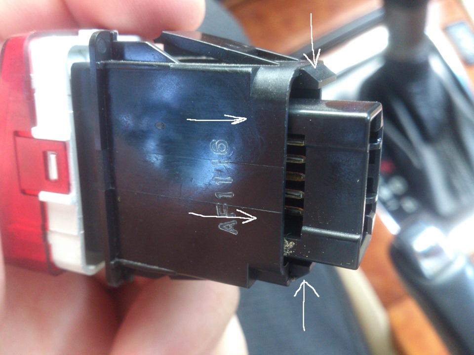 Замена кнопки аварийной сигнализации и лампы кнопки обогрева сидений на Honda Accord VII