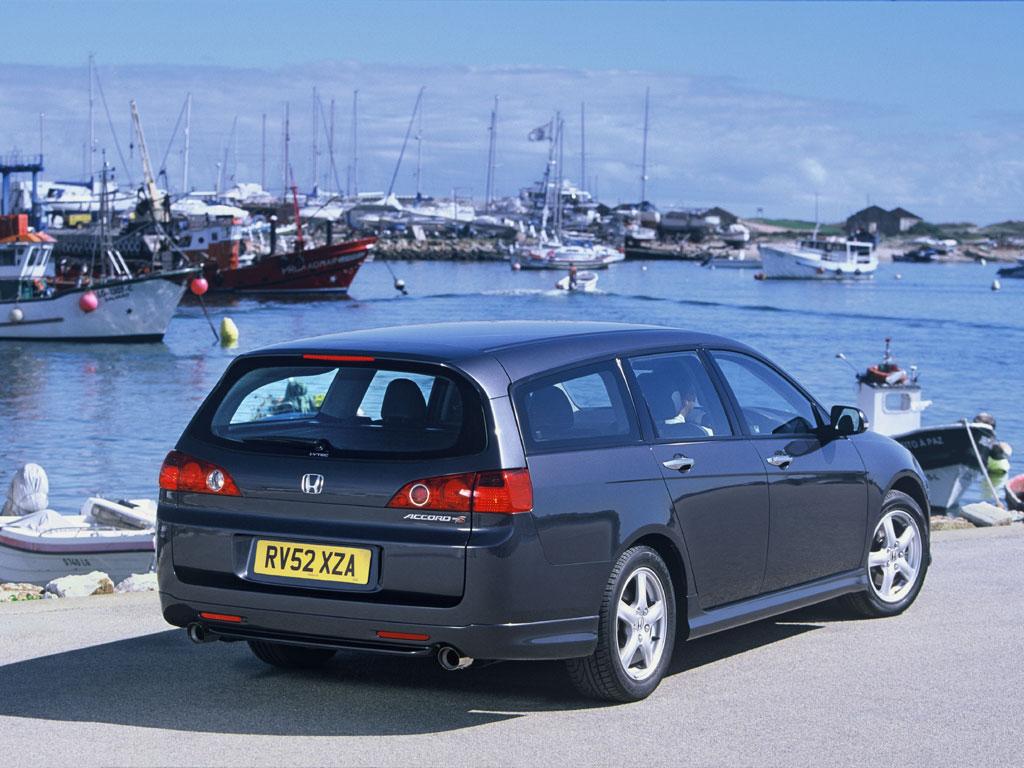 Как поменять щетку на заднем дворнике Honda Accord VII Tourer?