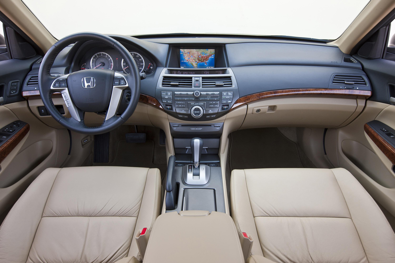 Проблемы с салоном Honda Accord VIII