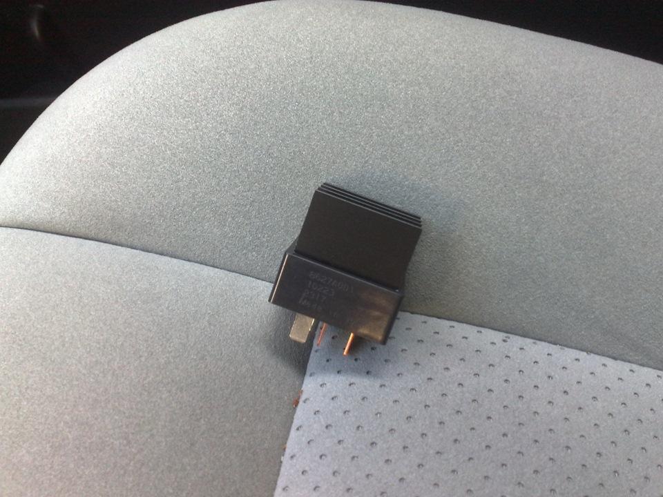 Сломалось крепление солнцезащитного козырька Chevrolet Niva