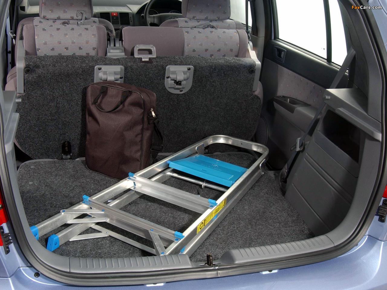 Демонтаж плафона освещения багажника Hyundai Getz