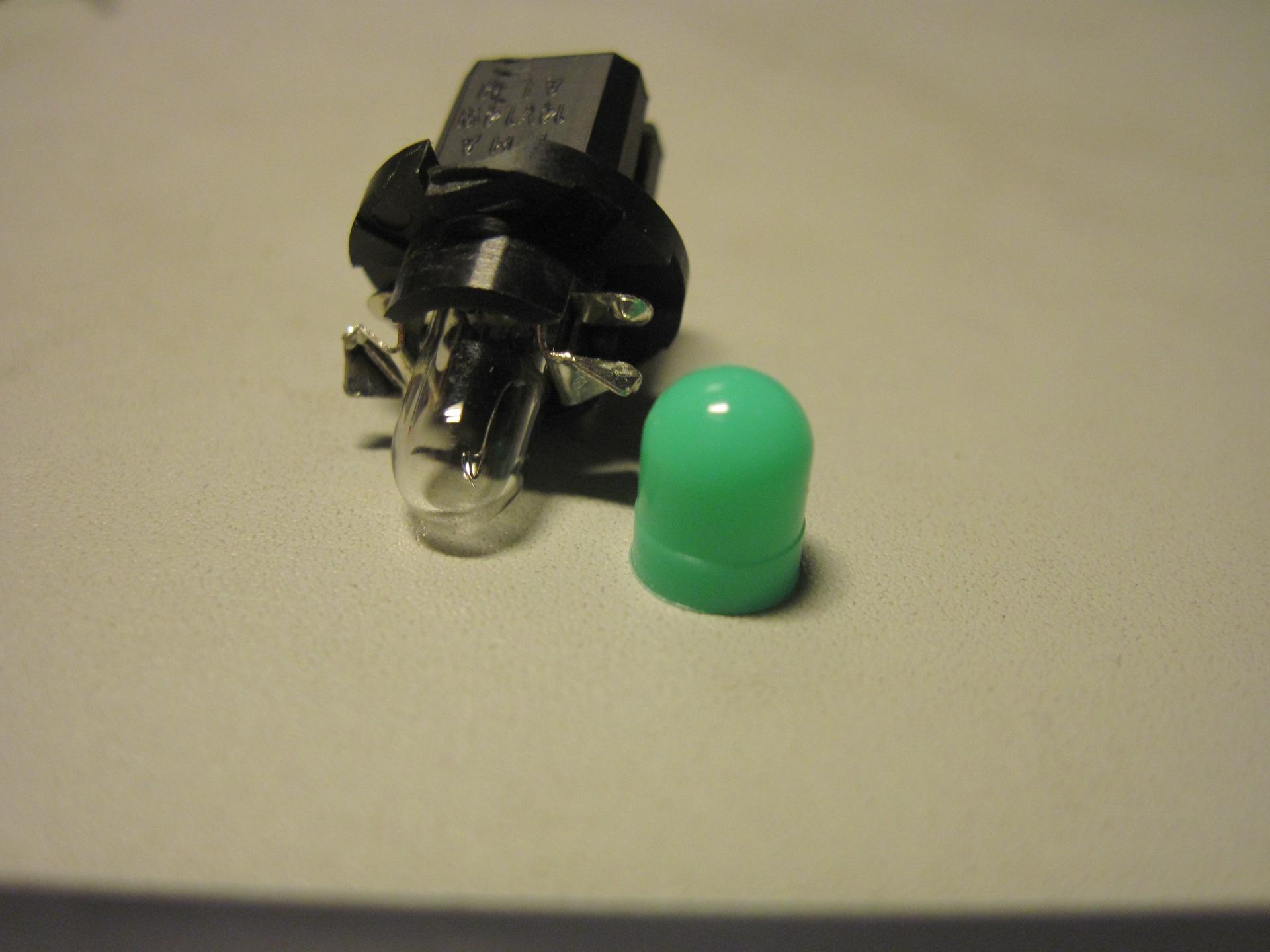 Замена ламп в кнопках в салоне Hyundai Getz