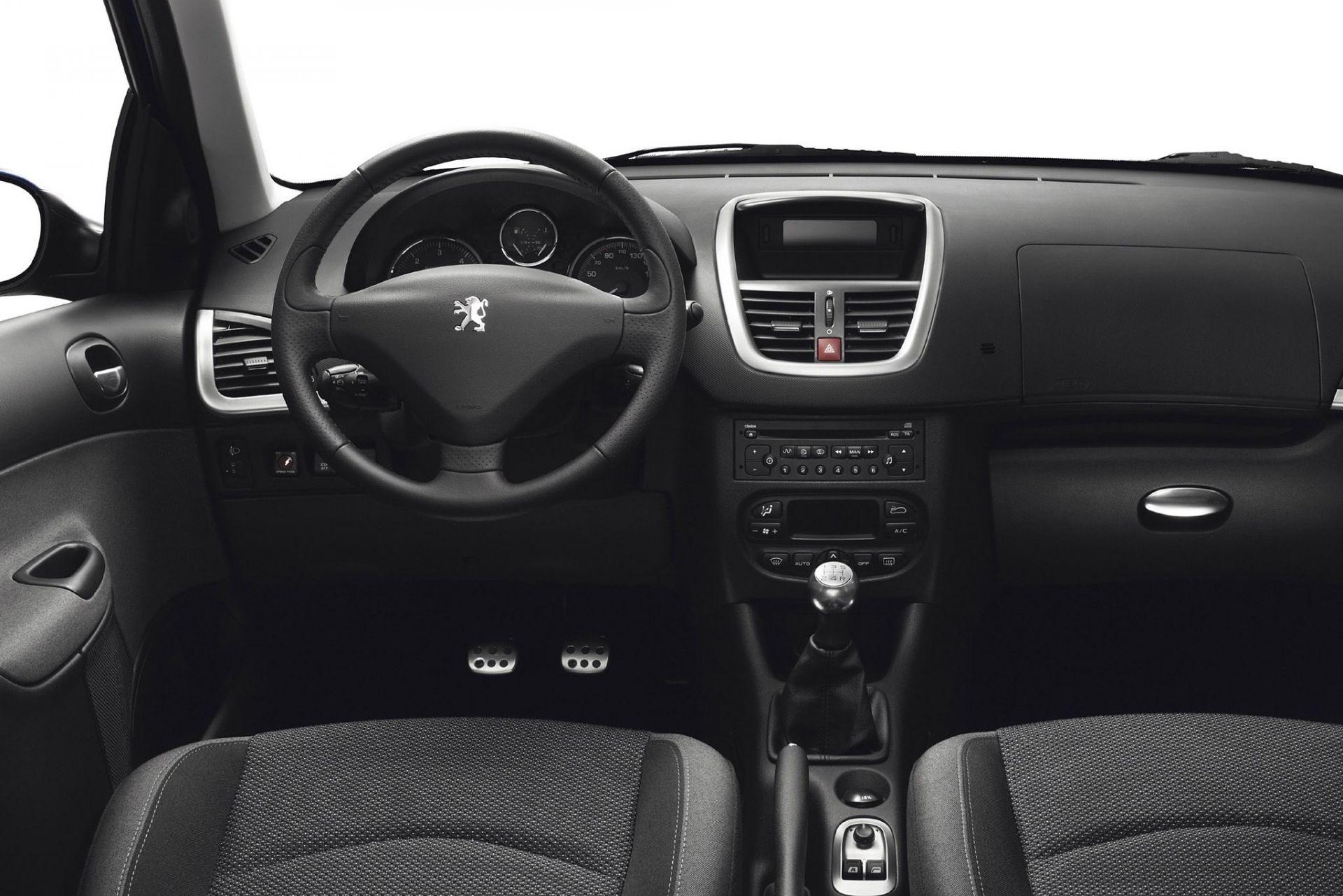 Какого максимального размера колонки можно установить в салон Peugeot 206 вместо штатных