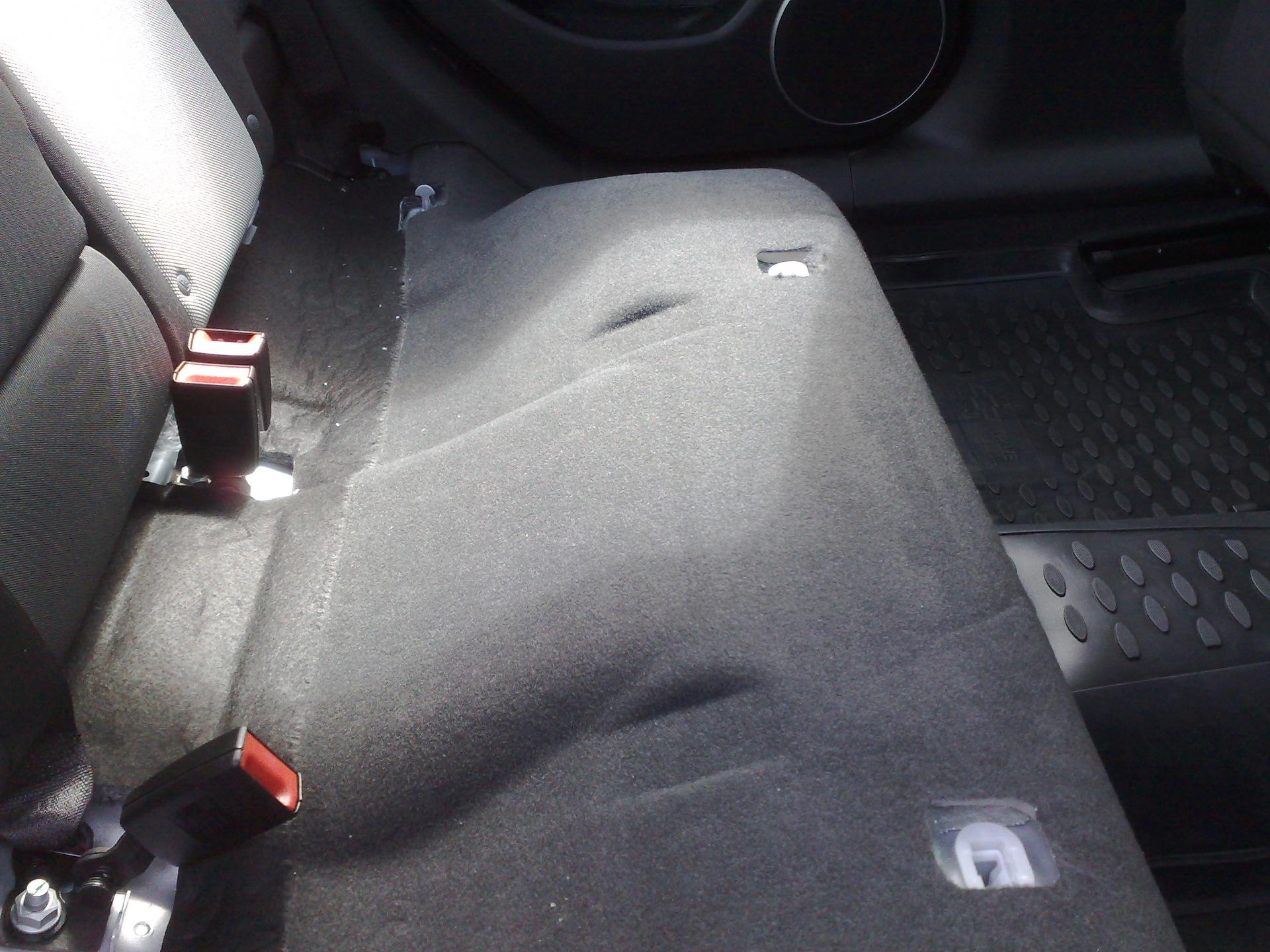 Как зафиксировать резиновый коврик на Chevrolet Aveo 2?
