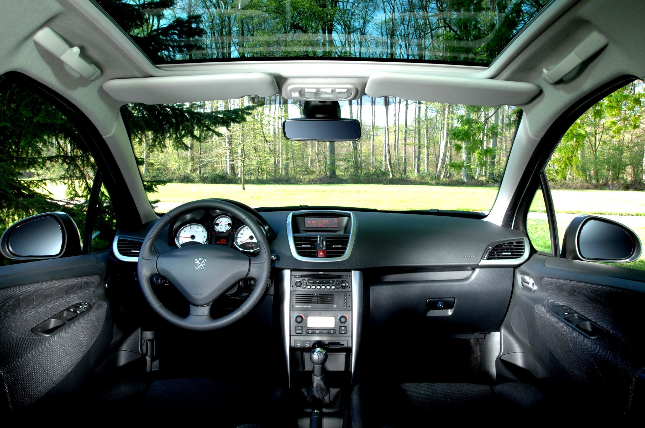 Как установить подсветку бардачка, если в данной комплектации Peugeot 207 она не предусмотрена