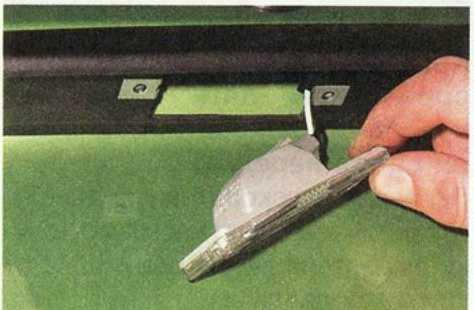 Замена лампы подсветки номерного знака Daewoo Matiz