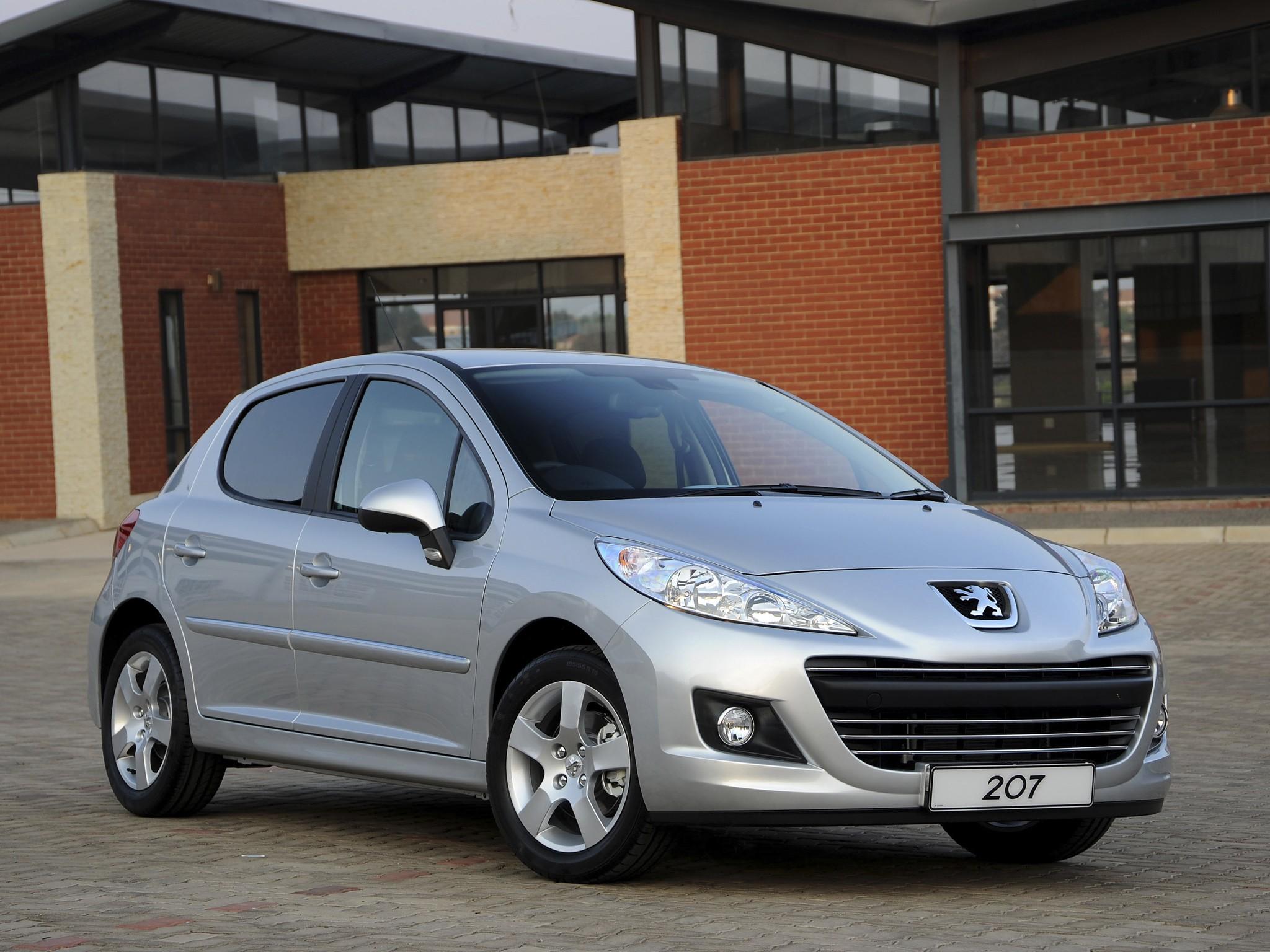 Нужно ли переводить селектор РКПП Peugeot 207  в положение N в пробках