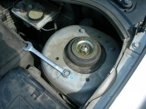 Скрип в районе передних амортизаторов Peugeot 207