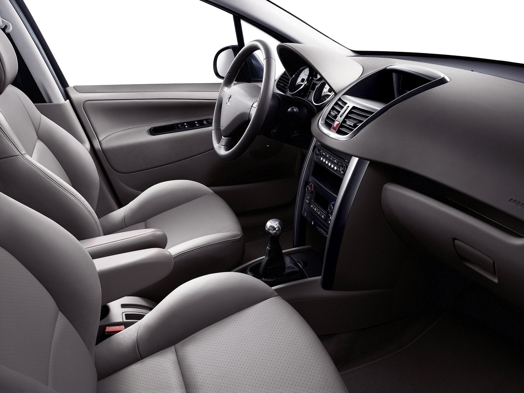 Как снять обшивку двери в Peugeot 207