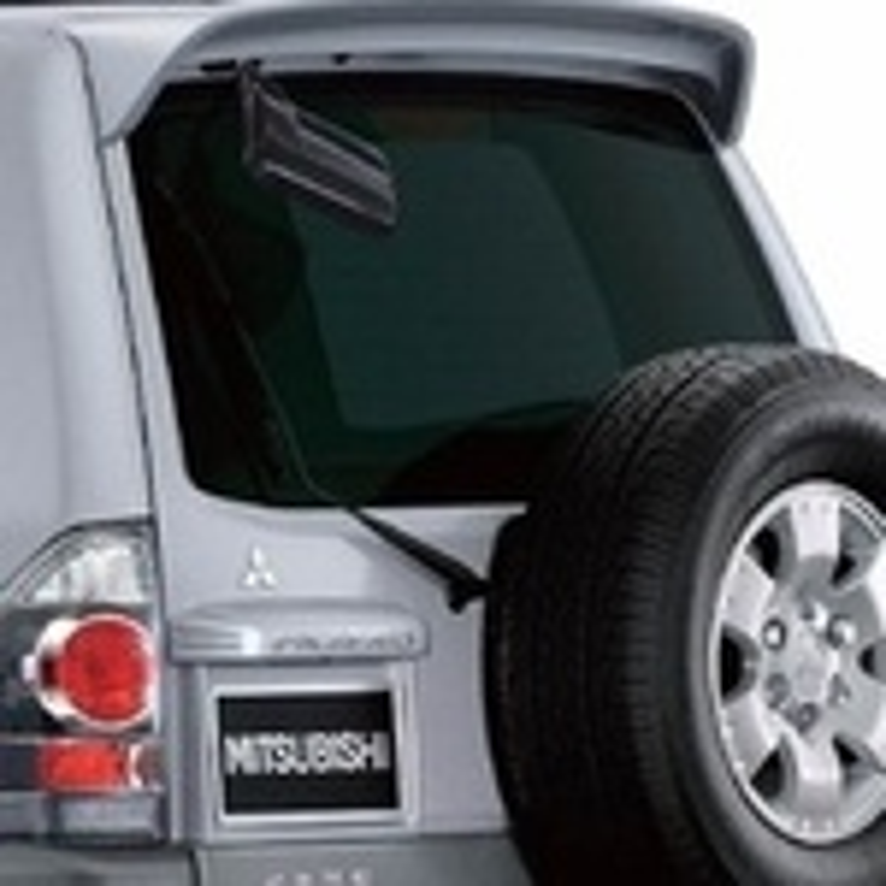 Ремонт дворника задней двери на Mitsubishi Pajero 3 фото
