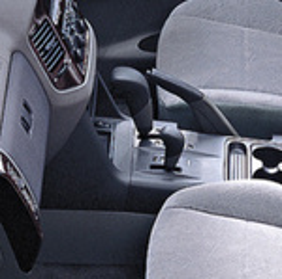 Очистка переключателя селектора АКПП на Mitsubishi Pajero 4 фото