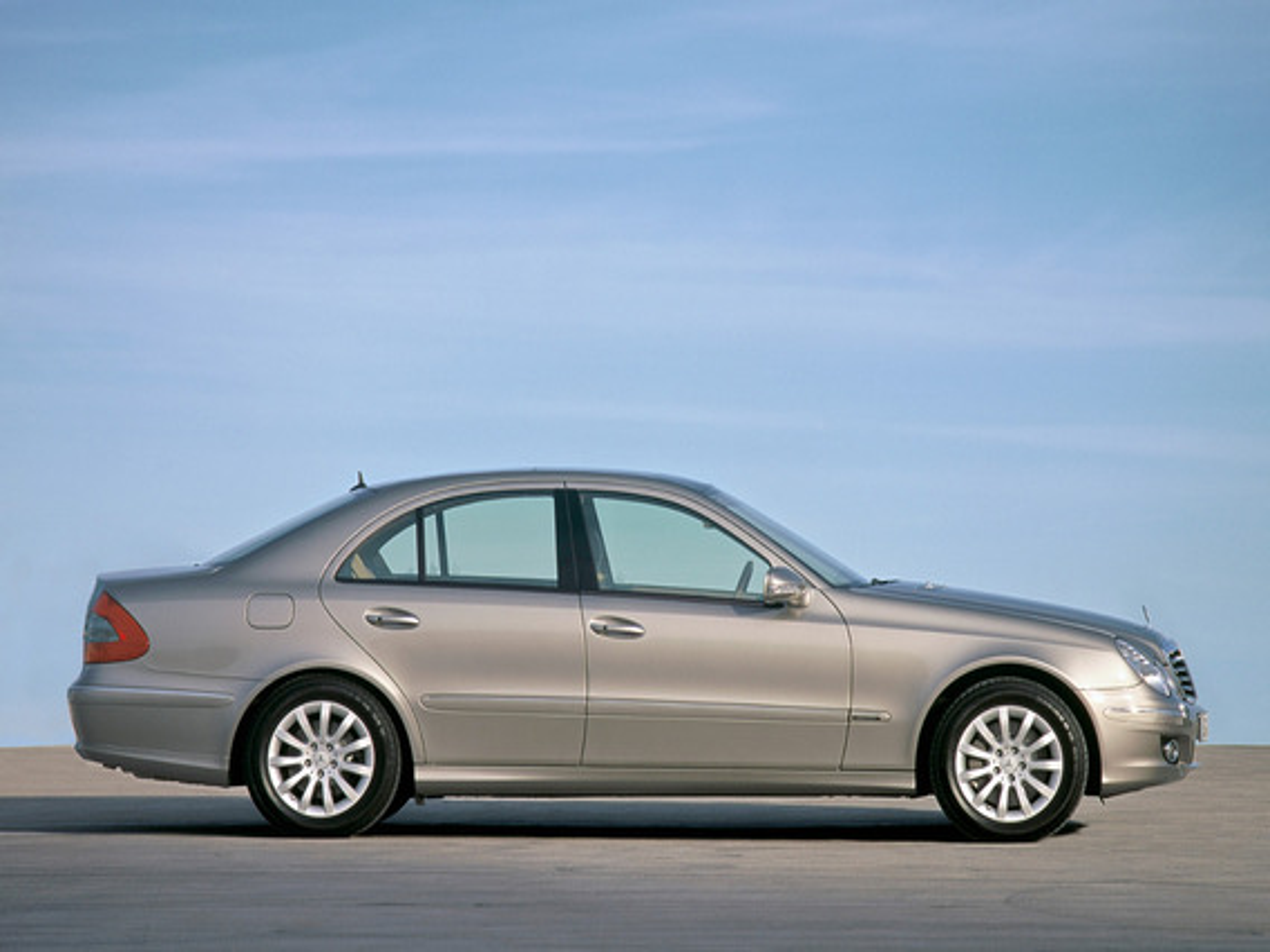 Для чего предназначен комплект ремонта шин TIREFIT в Mercedes Benz E-Class (W211)