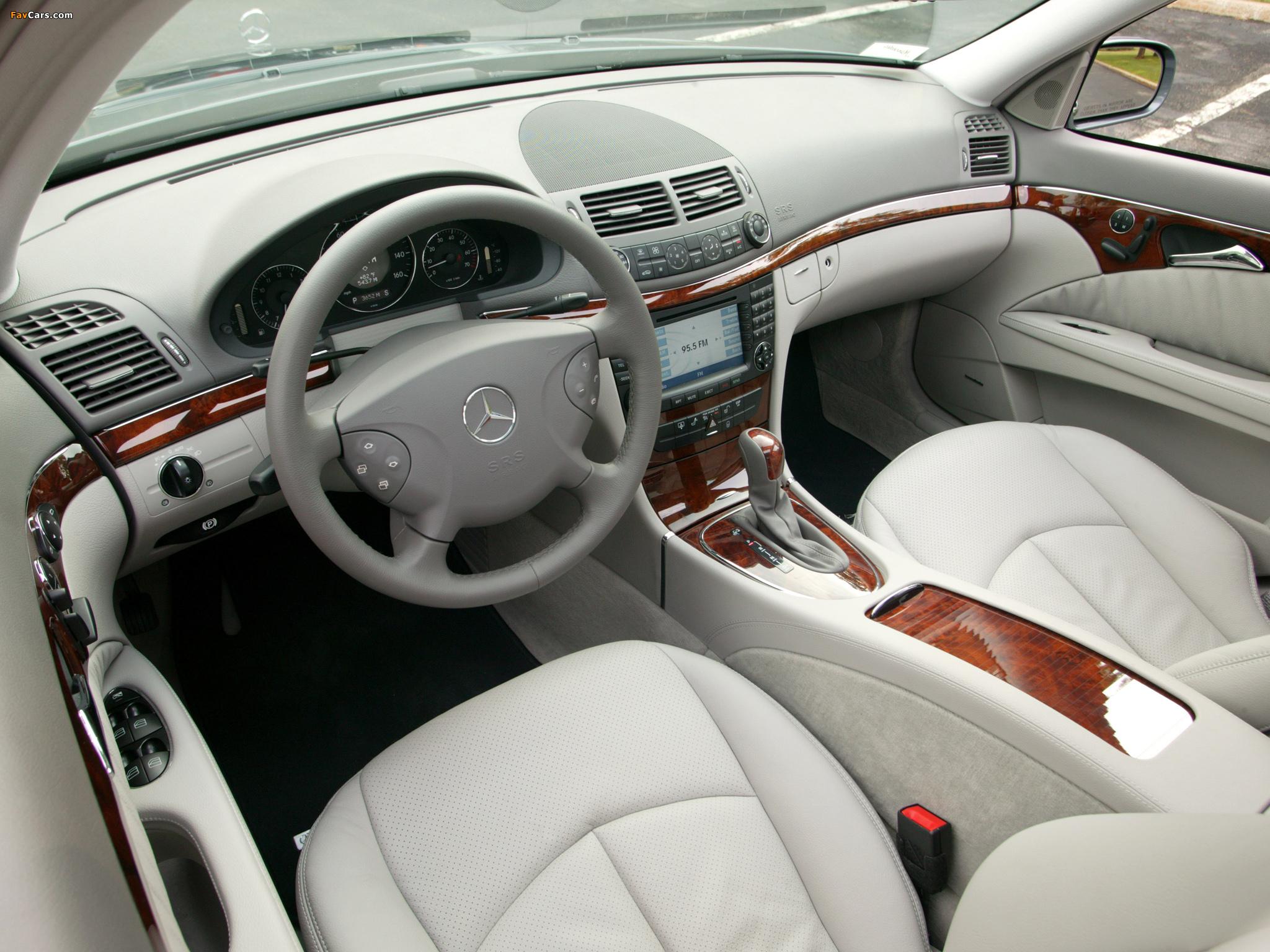 Где находится кнопка управления системой ESP в Mercedes E-Class (W211)
