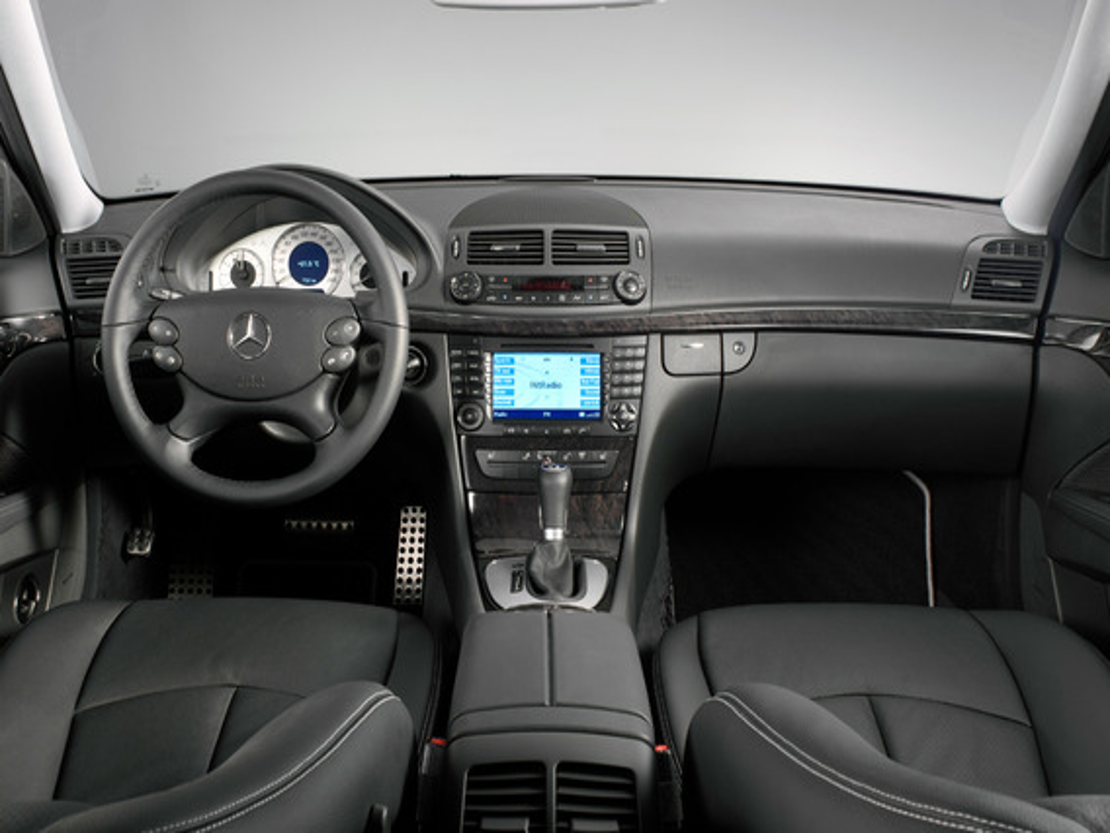 Что можно узнать из пункта меню «AMG» в Mercedes E-Class (W211) AMG