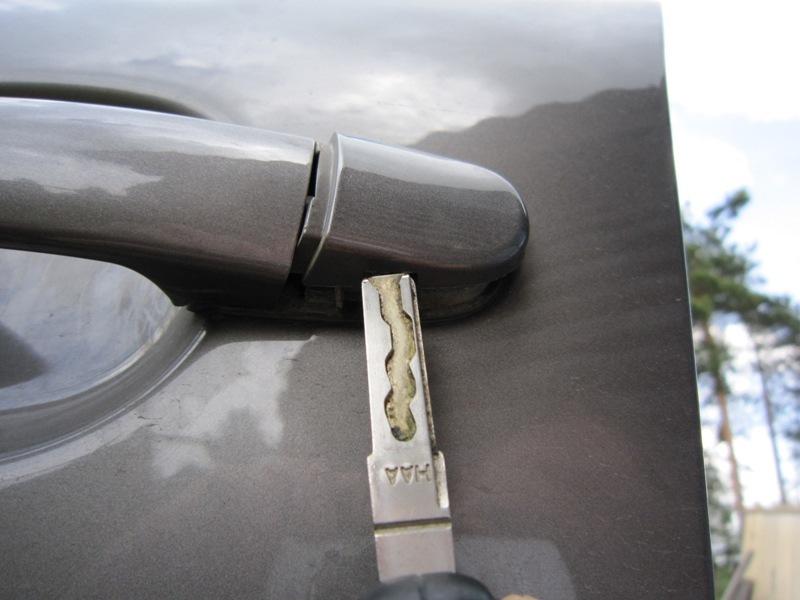 Замена личинки замка водительской двери на Volkswagen Touareg II (NF)