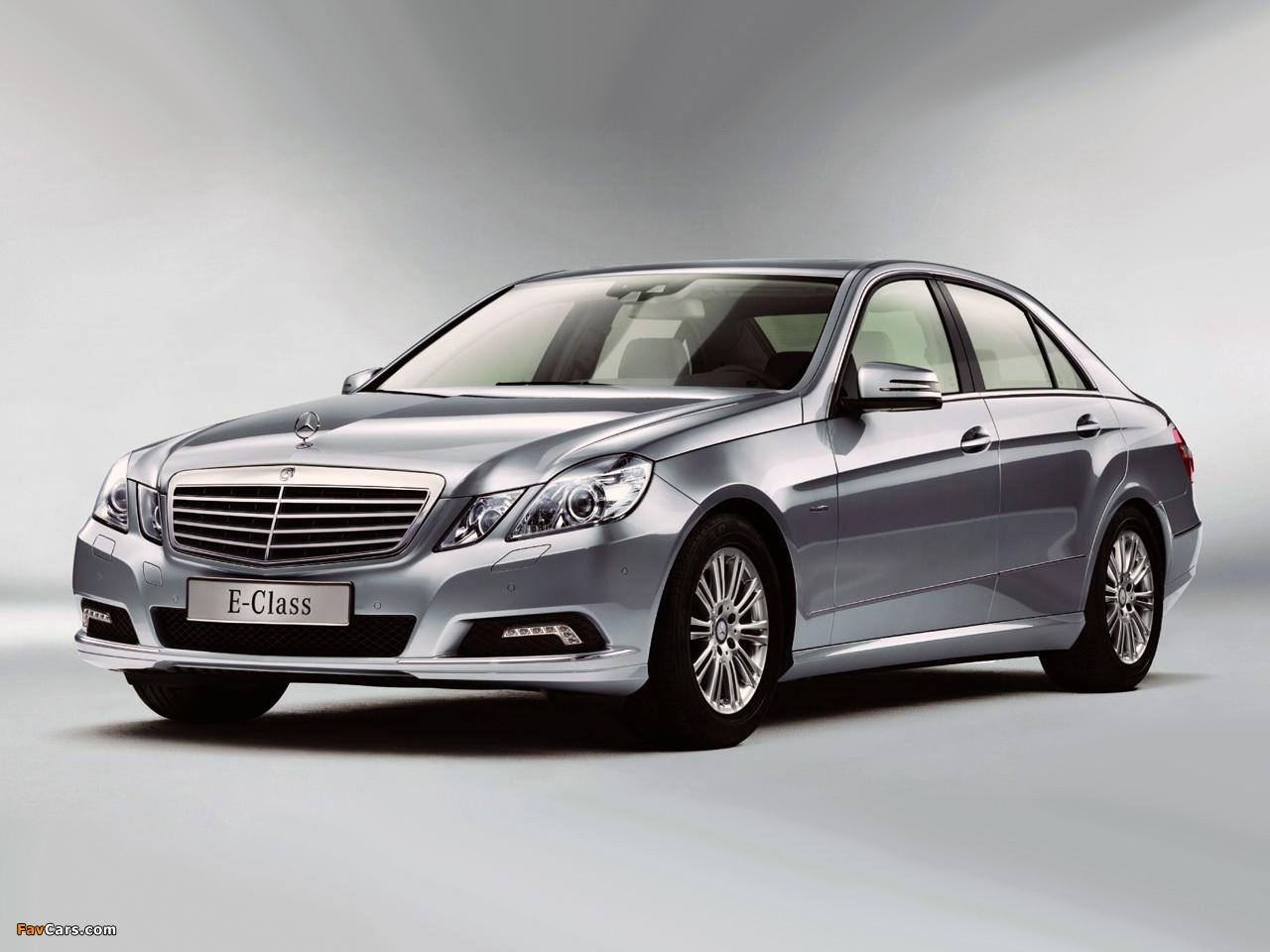 Свечение новой ксеноновой лампы Mercedes E-Class (W212) отличается по цвету от старой