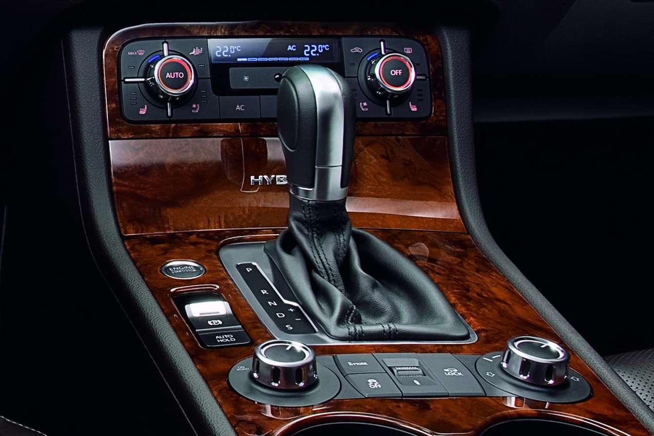 Замена штатной панели рычага КПП на Volkswagen Touareg II (NF)