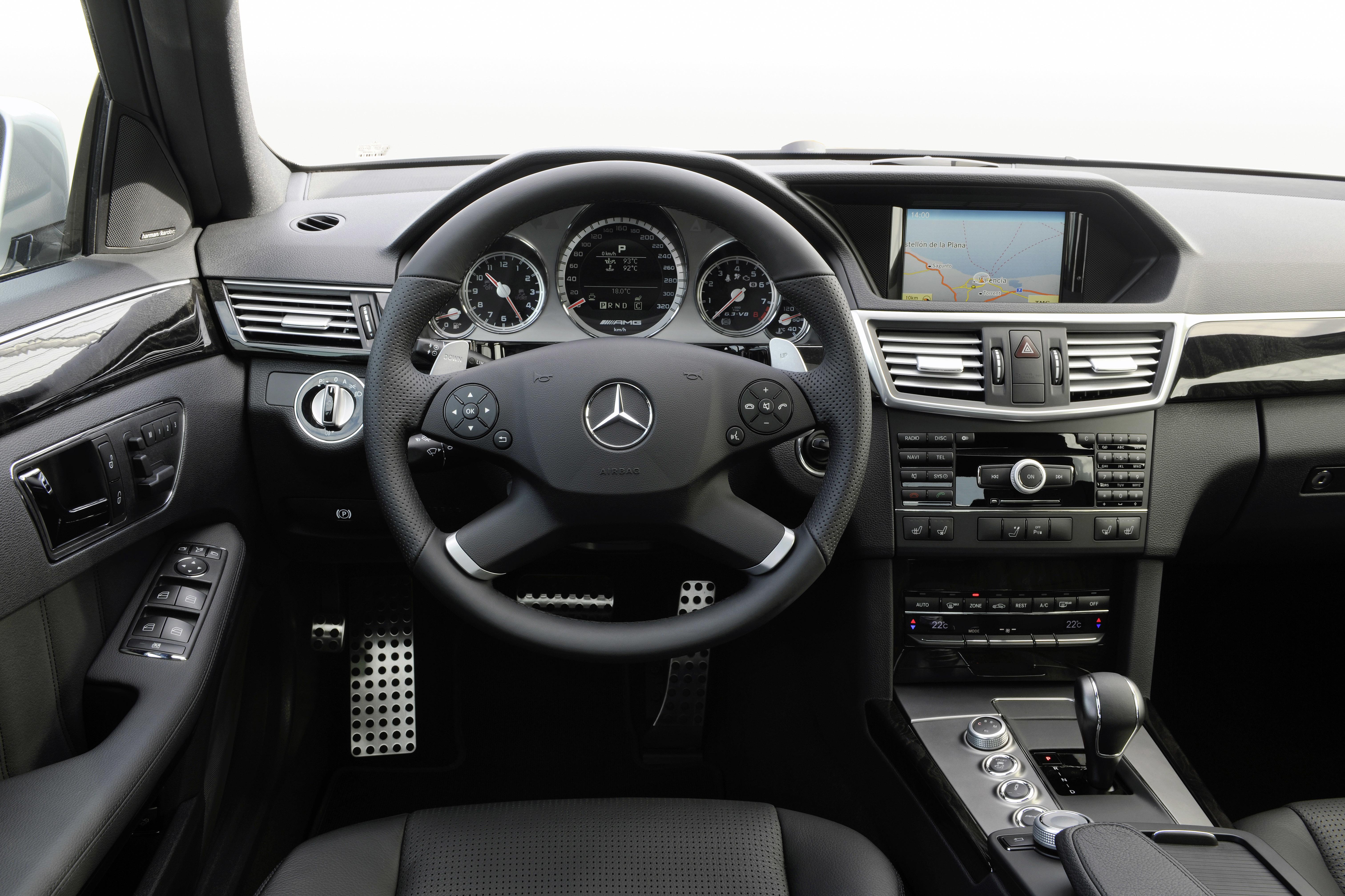 "Значение символа ""P"" и стрелочки на панели приборов Mercedes E-Class (W212)"