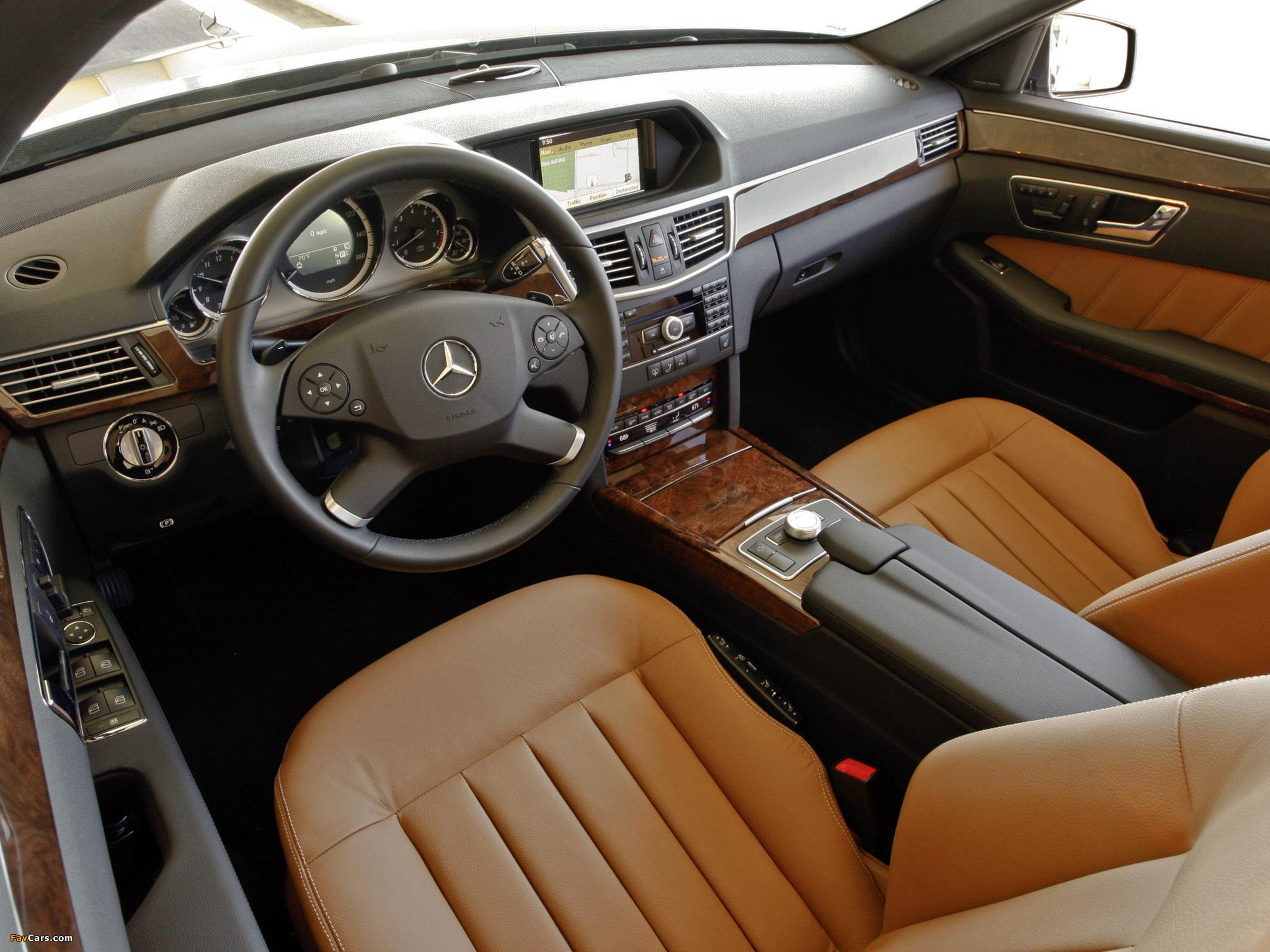 Для каких карт памяти предназначен слот на панели Comand в Mercedes E-Class (W212)