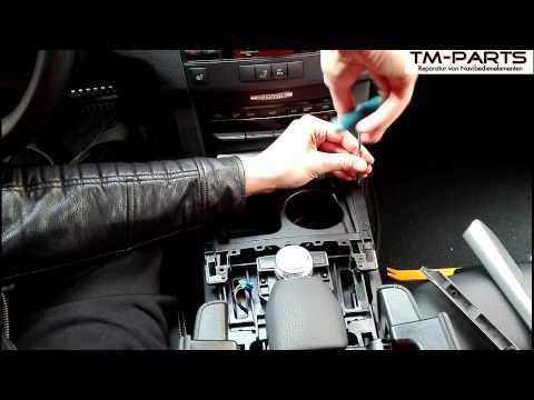Зачем в Mercedes E-Class (W212) ремешок на центральном тоннеле в ногах пассажира